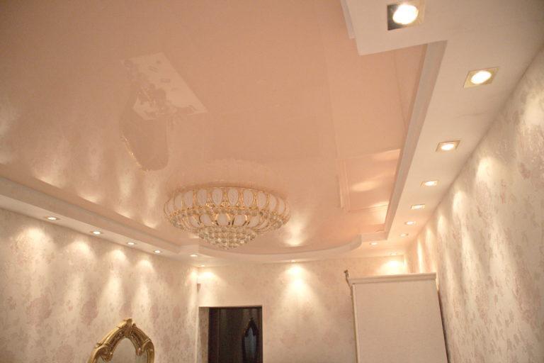 № 68 Глянцевый цветной потолок в зал