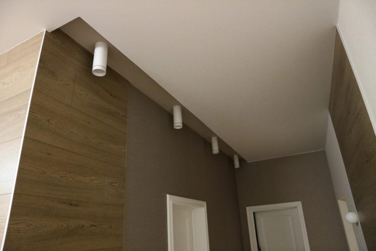 73 Матовый белый потолок в коридор