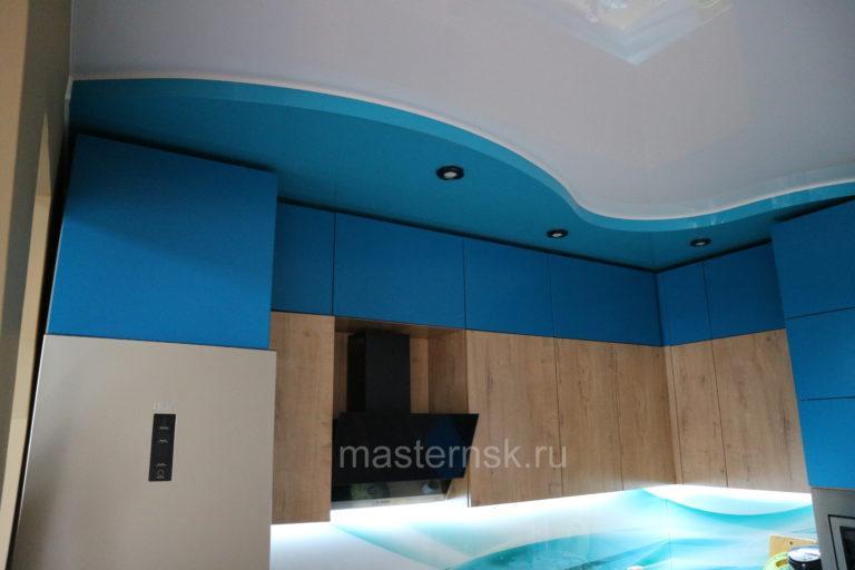 257 Глянцевый голубой цветной и белый двухуровневый натяжной потолок в кухню Новосибирск