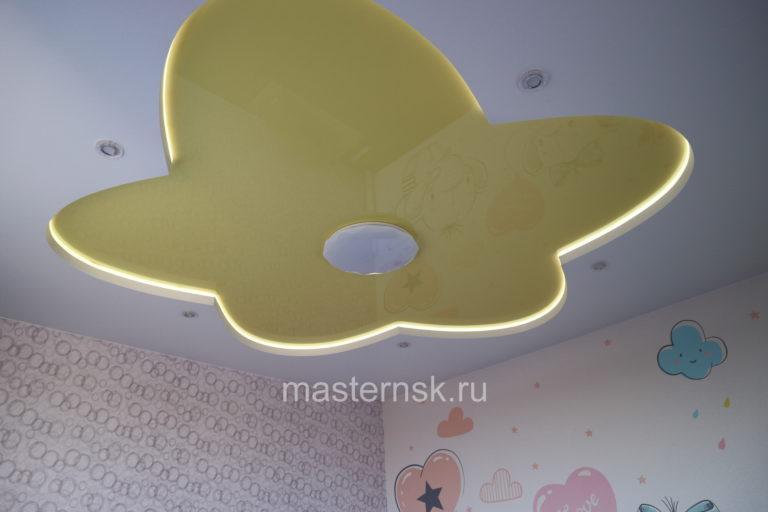 271 Матовый и глянцевый белый и цветной желтый двухуровневый натяжной потолок в детскую с подсветкой Новосибирск