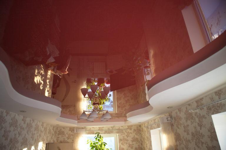 № 104 Глянцевый цветной потолок в зал