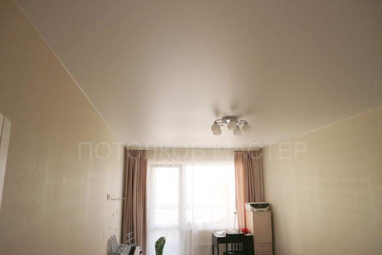 136 Белый матовый натяжной потолок в спальню