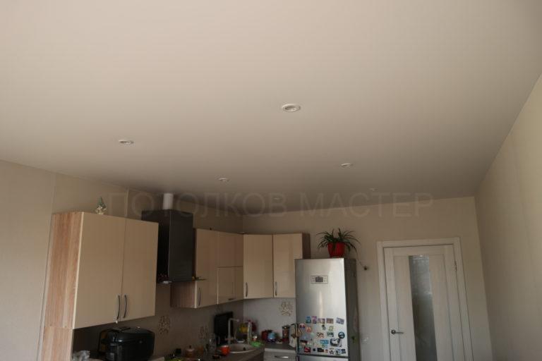 132 Белый матовый натяжной потолок в кухню