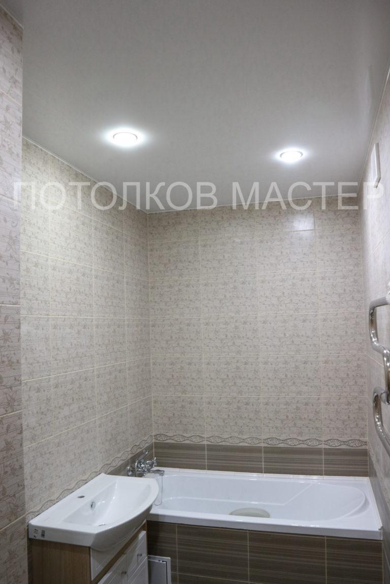 131 Белый матовый натяжной потолок в туалет