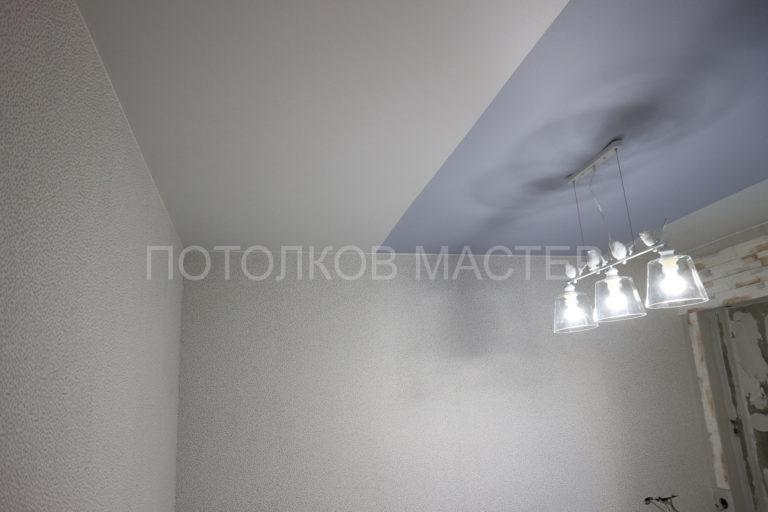 128 Белый и цветной сатиновый потолок в комнату