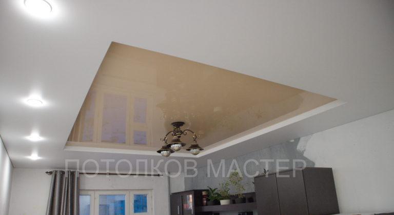 126 Бежевый глянцевый натяжной потолок в зал