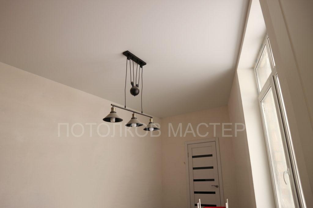 Белый матовый натяжной потолок в детскую