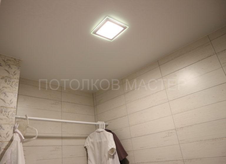 139 Белый матовый натяжной потолок в туалет