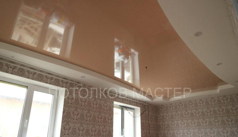 118 Глянцевый бежевый цветной потолок в комнату