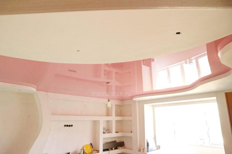 119 Глянцевый розовый цветной потолок в зал