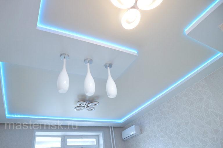 157 Двухуровневый цветной натяжной потолок в зал с подсветкой