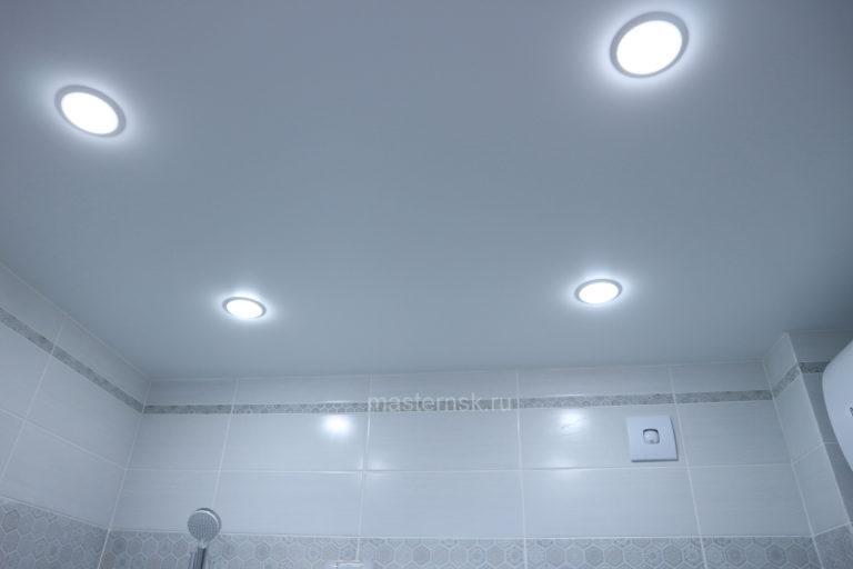 154 Матовый натяжной белый потолок в ванную