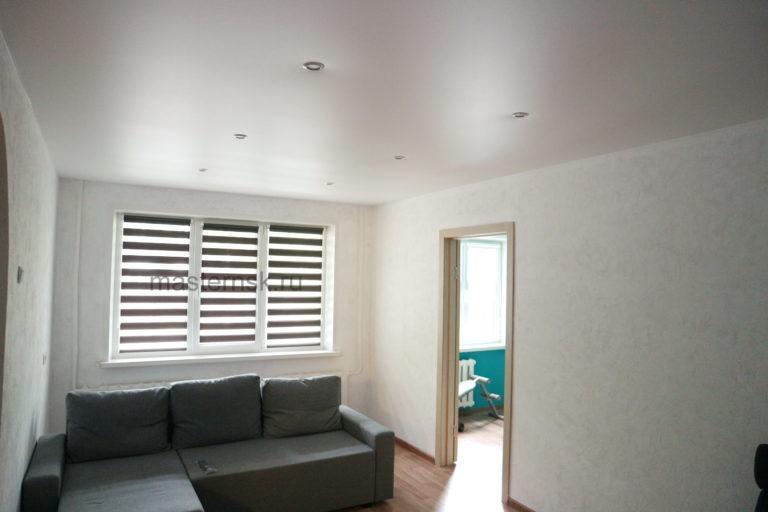 153 Сатиновый натяжной белый потолок в зал