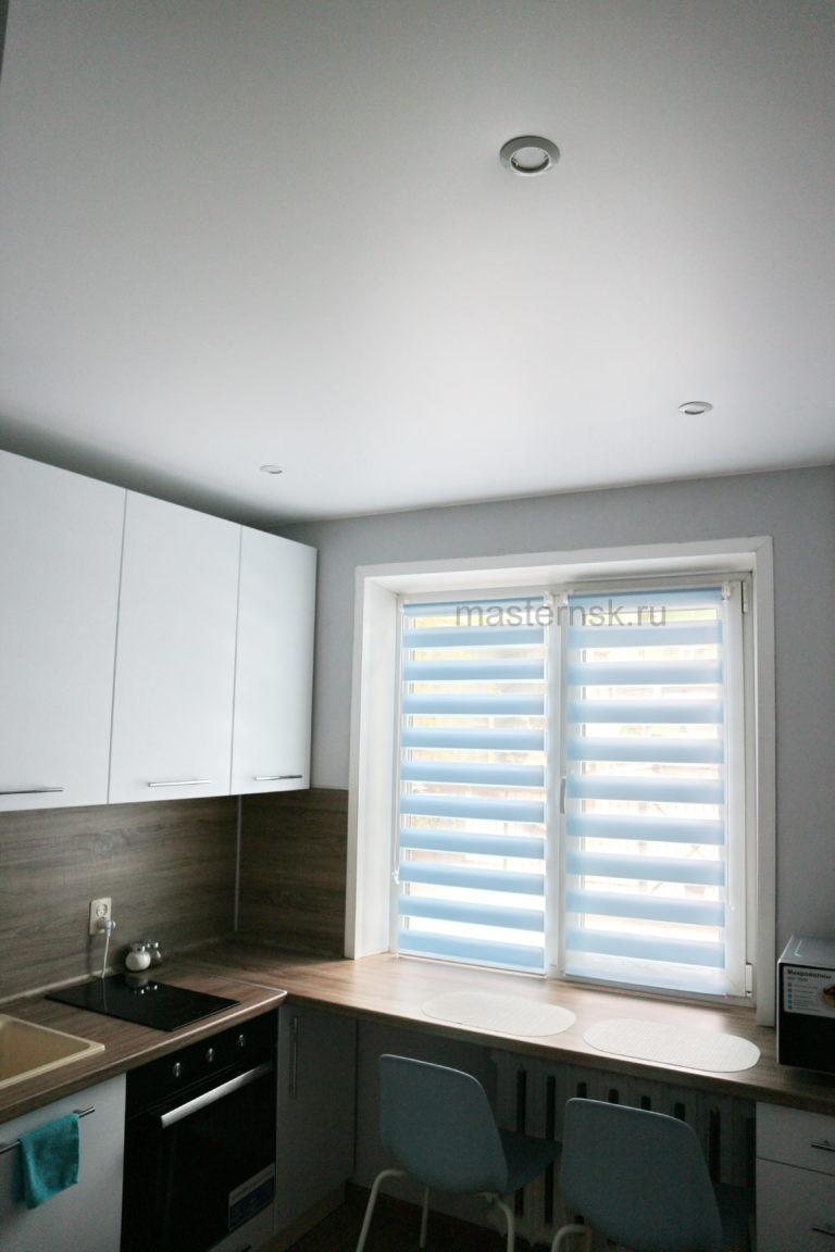 152 Сатиновый натяжной белый потолок в кухню