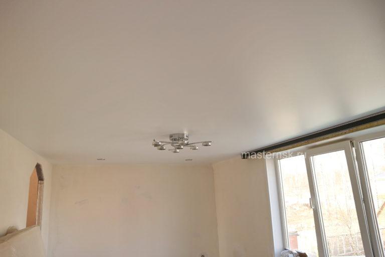 145 Сатиновый натяжной белый потолок в комнату