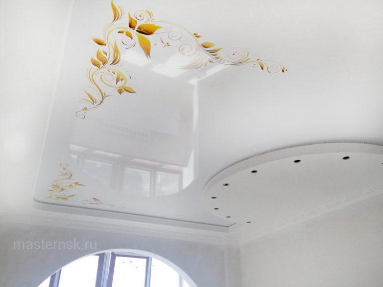 Натяжной потолок глянцевый с фотопечатью в спальню