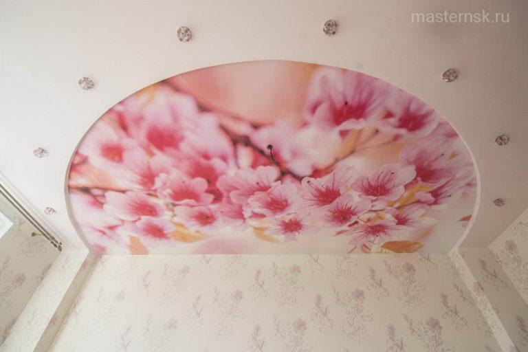 Натяжной потолок матовый с фотопечатью в спальню