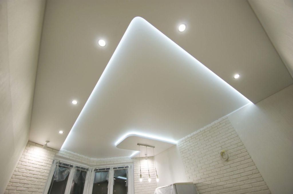 Натяжной потолок парящий двухуровневый