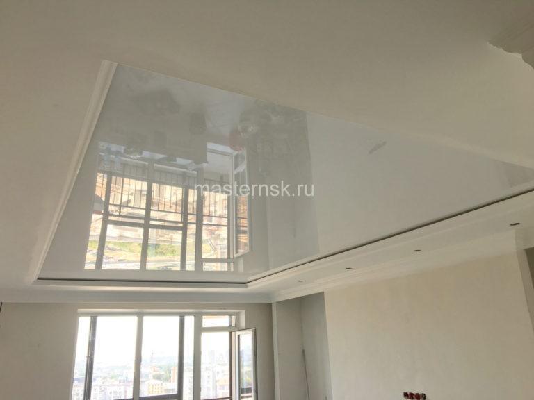 226 Глянцевый белый натяжной потолок в зал с подсветкой Новосибирск