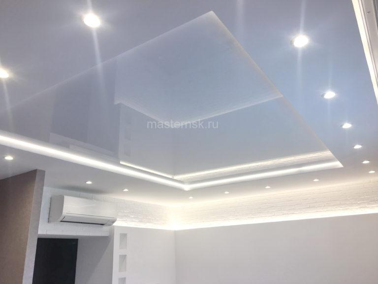 202 Глянцевый двухуровневый белый натяжной потолок в зал с подсветкой Новосибирск
