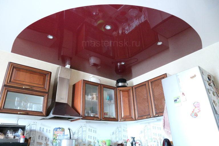 203 Глянцевый криволинейный белый и цветной натяжной потолок в кухню Новосибирск (2)