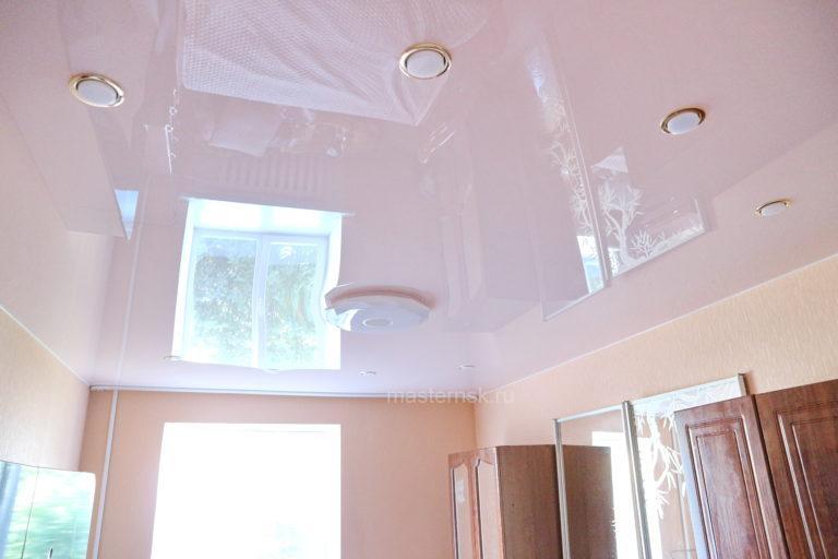 208 Глянцевый цветной розовый натяжной потолок в зал Новосибирск