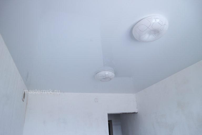 209 Глянцевый цветной серый натяжной потолок в зал Новосибирск