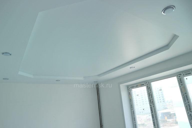 224 Матовый двухуровневый белый натяжной потолок в зал с подсветкой Новосибирск