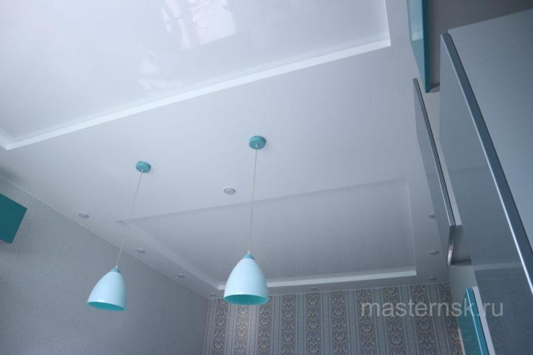 225 Матовый и глянцевый двухуровневый белый натяжной потолок на кухню с подсветкой Новосибирск