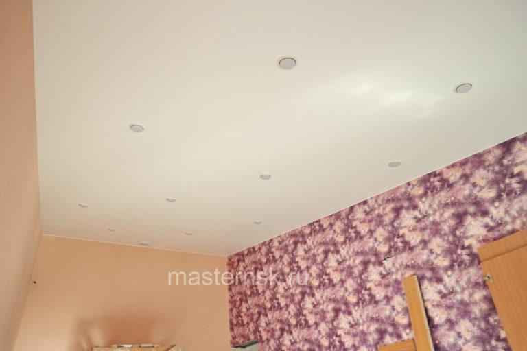 230 Сатиновый белый натяжной потолок в спальню (комнату) Новосибирск