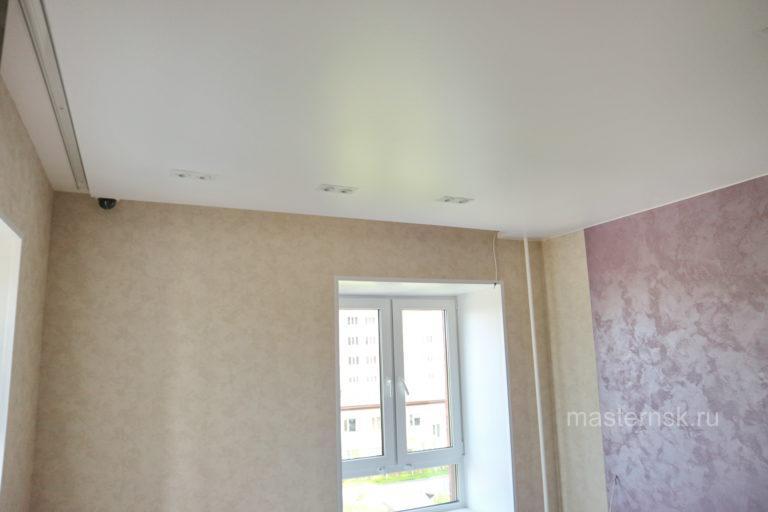 231 Сатиновый белый натяжной потолок в спальню (комнату) Новосибирск