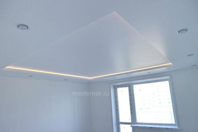 232 Сатиновый двухуровневый белый натяжной потолок в зал с подсветкой Новосибирск