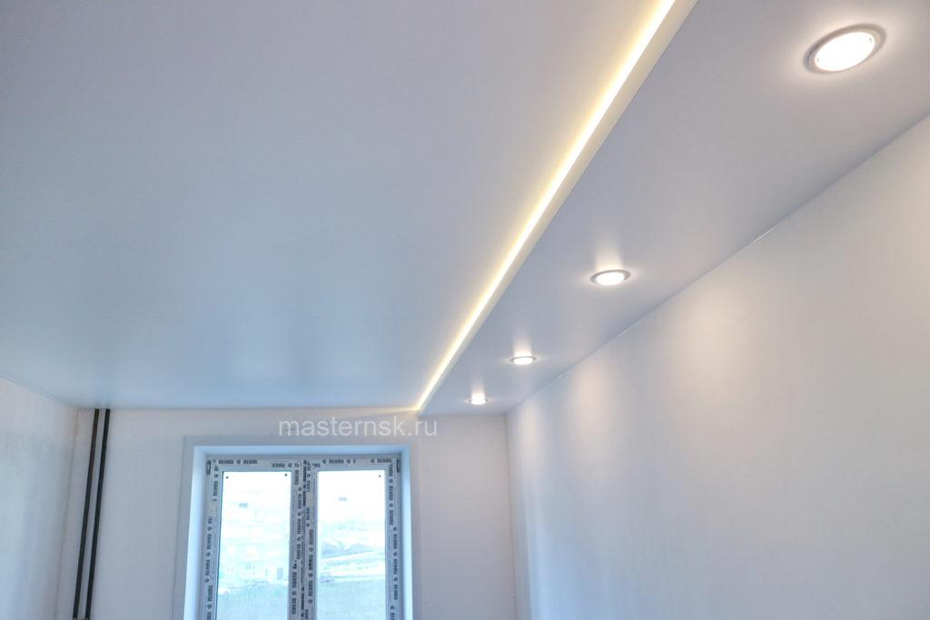 Сатиновый двухуровневый белый натяжной потолок в спальню с подсветкой Новосибирск