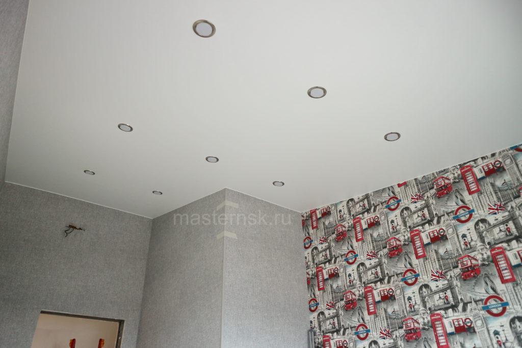 Матовый белый натяжной потолок в спальню (комнату) Новосибирск