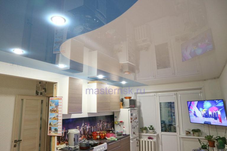241 Глянцевый криволинейный цветной голубой натяжной потолок в кухню Новосибирск