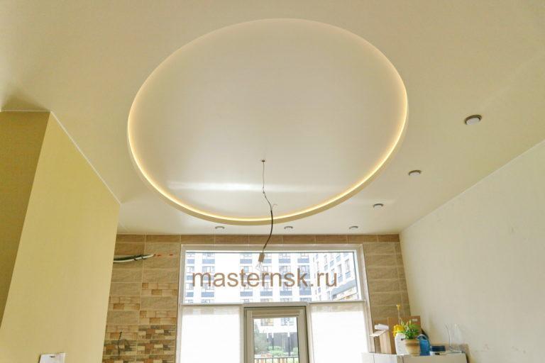 233 Сатиновый двухуровневый белый натяжной потолок в спальню с подсветкой Новосибирск (2)