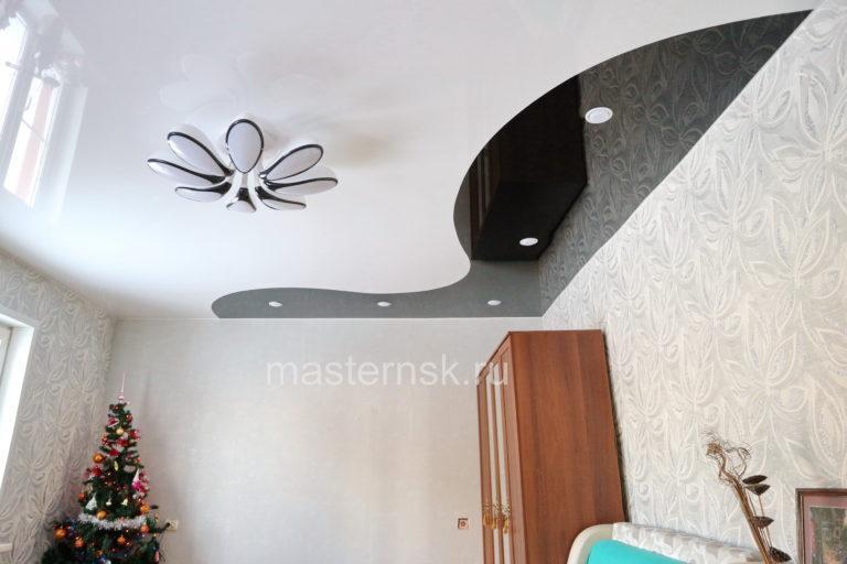 276 Глянцевый криволинейный белый и цветной черный натяжной потолок в комнату Новосибирск