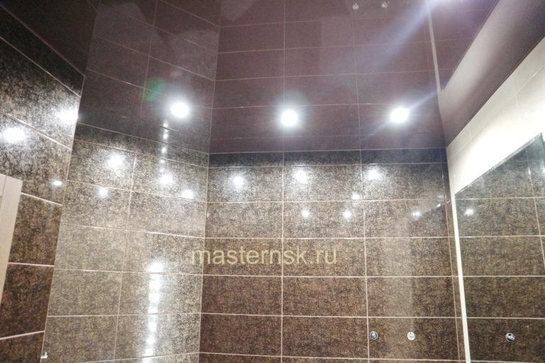 279 Глянцевый цветной коричневый натяжной потолок в ванную Новосибирск