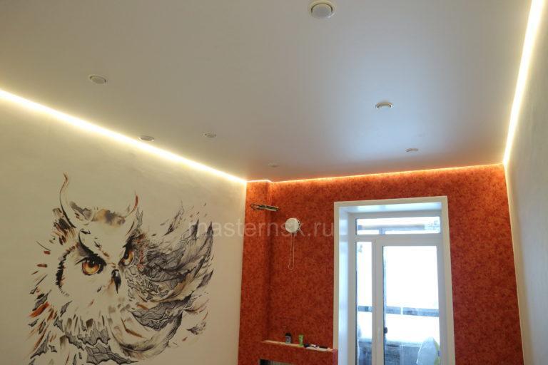 281 Сатиновый белый парящий натяжной потолок в спальню Новосибирск