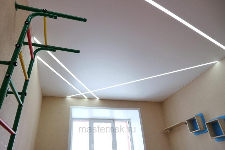 285 Матовый белый натяжной потолок со световыми линиями в детскую Новосибирск