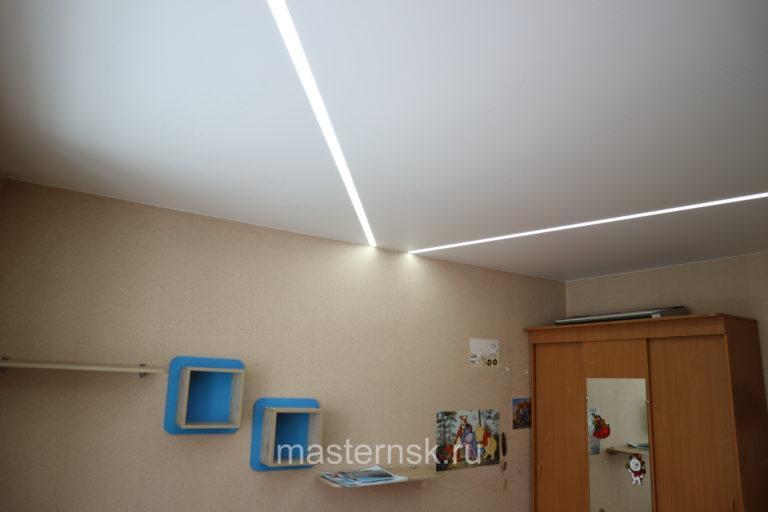 286 Матовый белый натяжной потолок со световыми линиями в детской Новосибирск