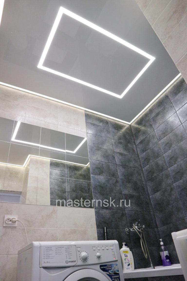 290 Матовый белый натяжной потолок со световыми линиями и контурной подсветкой в ванной Новосибирск