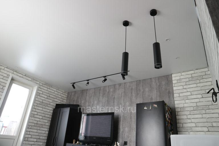 291 Матовый белый бесщелевой натяжной потолок в кухню с треком Новосибирск